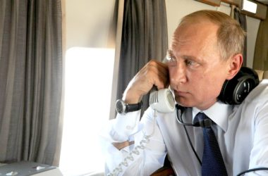 putin_on_the_phone